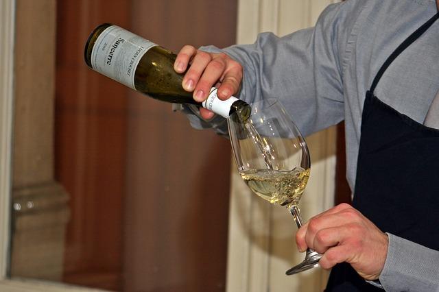Come i processi di vinificazione influenzano il vino